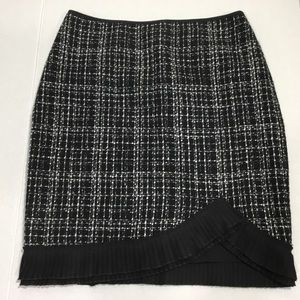 White House Black Market Tweed Skirt Size 00